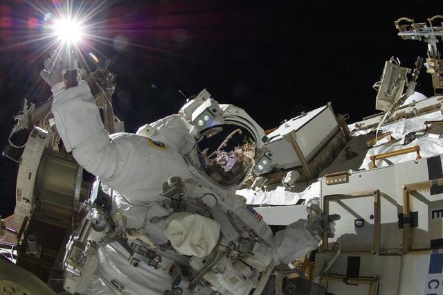 spacewalk-nasa-space-station_large_verge_medium_landscape