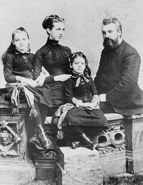 Alexander_Graham_Bell_and_family_1885